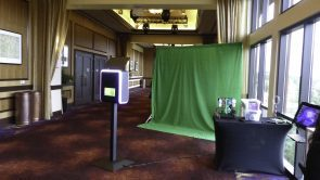 Infinite green screen sharing kiosk